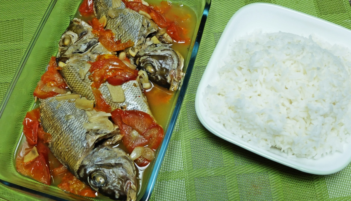 Kinamatisang Isda (Fish and Tomatoes)