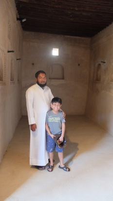 Al Hayl Palace - 1st floor, rulers room. Kuya with the palace caretaker.