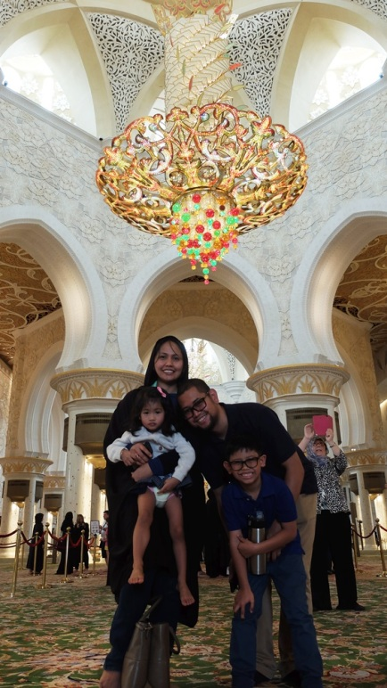 Abu Dhabi Grand Mosque c&c Family photo