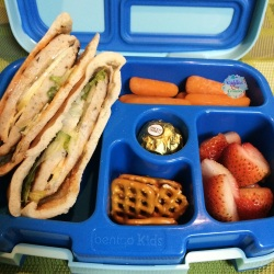 bentgo kids chicken pita pocket lunch