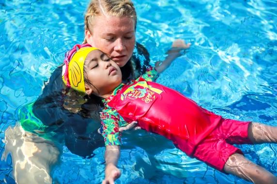 speedo swim class dubai