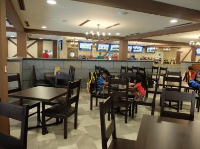 legoland-dubai-restaurant-burger