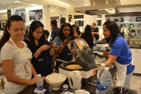De'Longhi MultiFry Cooking Demo c