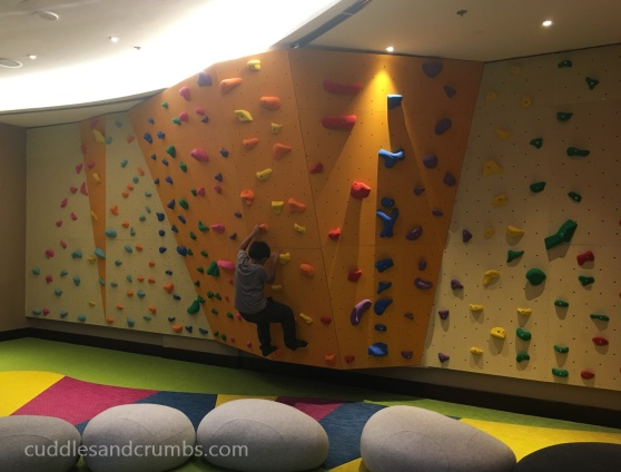 lapita-kids-club-wall-climb